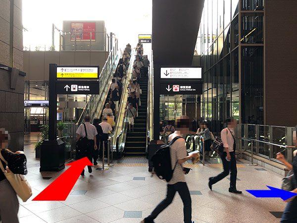 大阪駅中央北口 エスカレーター上り