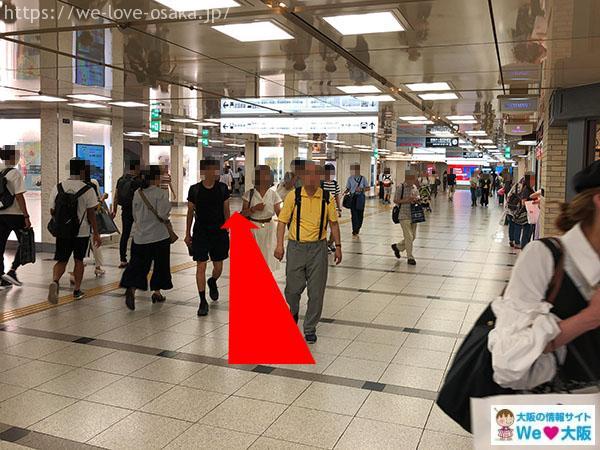 御堂筋線 阪急電車 通路
