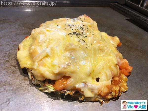 狸狸亭 トマトとチーズのお好み焼き