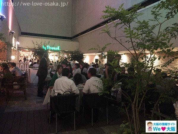 シャンデリアテーブル店内②