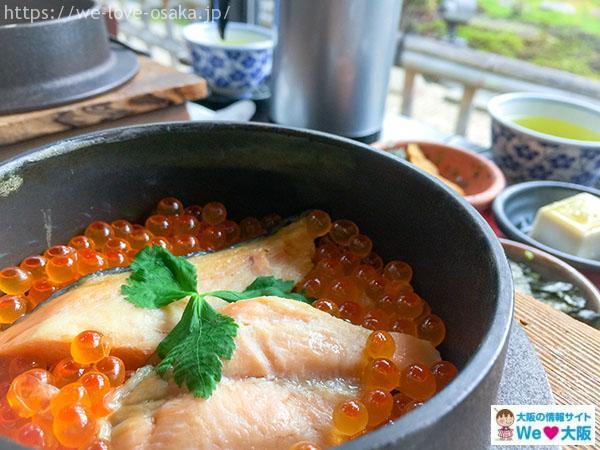 鮭といくらの釜飯