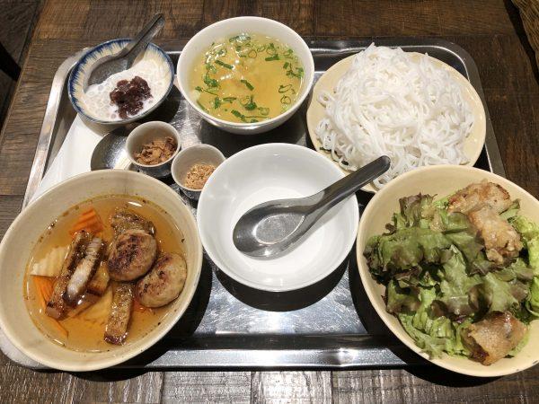 カムオーン料理