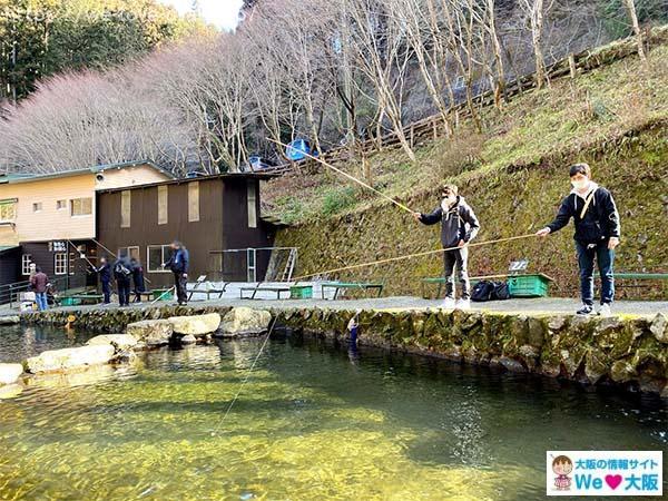 千早川マス釣り場ニジマス釣り01